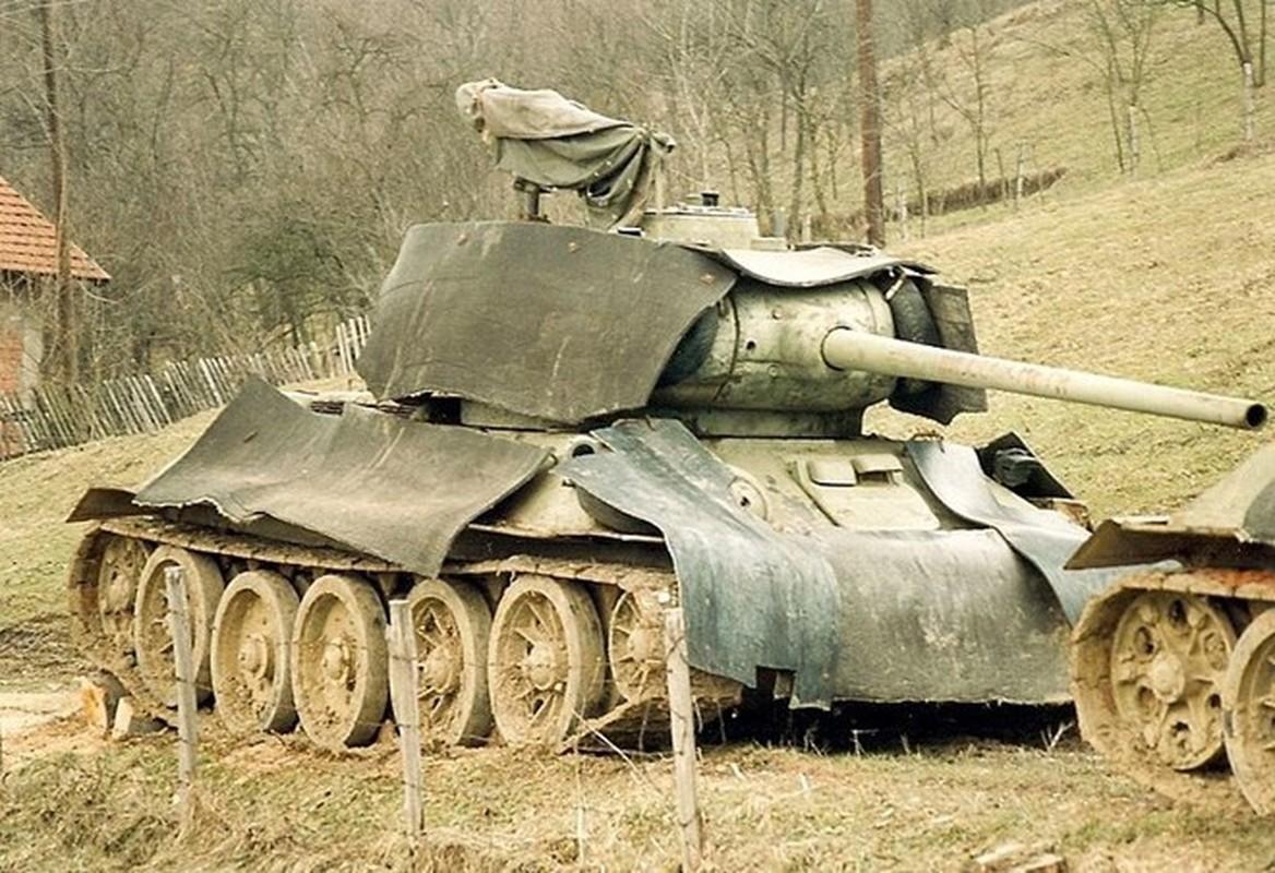 Xe tang T-34 tu Lao chuan bi cho duyet binh o Nga-Hinh-11