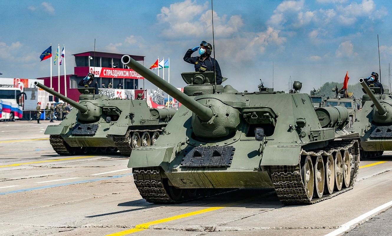 Xe tang T-34 tu Lao chuan bi cho duyet binh o Nga-Hinh-2