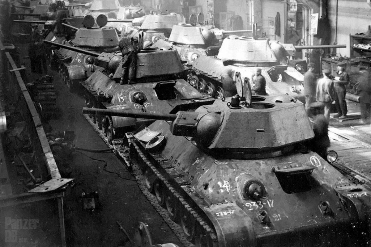 Xe tang T-34 tu Lao chuan bi cho duyet binh o Nga-Hinh-5