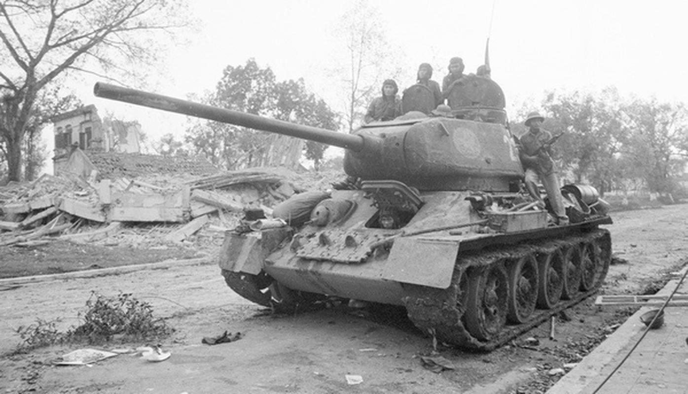 Xe tang T-34 tu Lao chuan bi cho duyet binh o Nga-Hinh-6