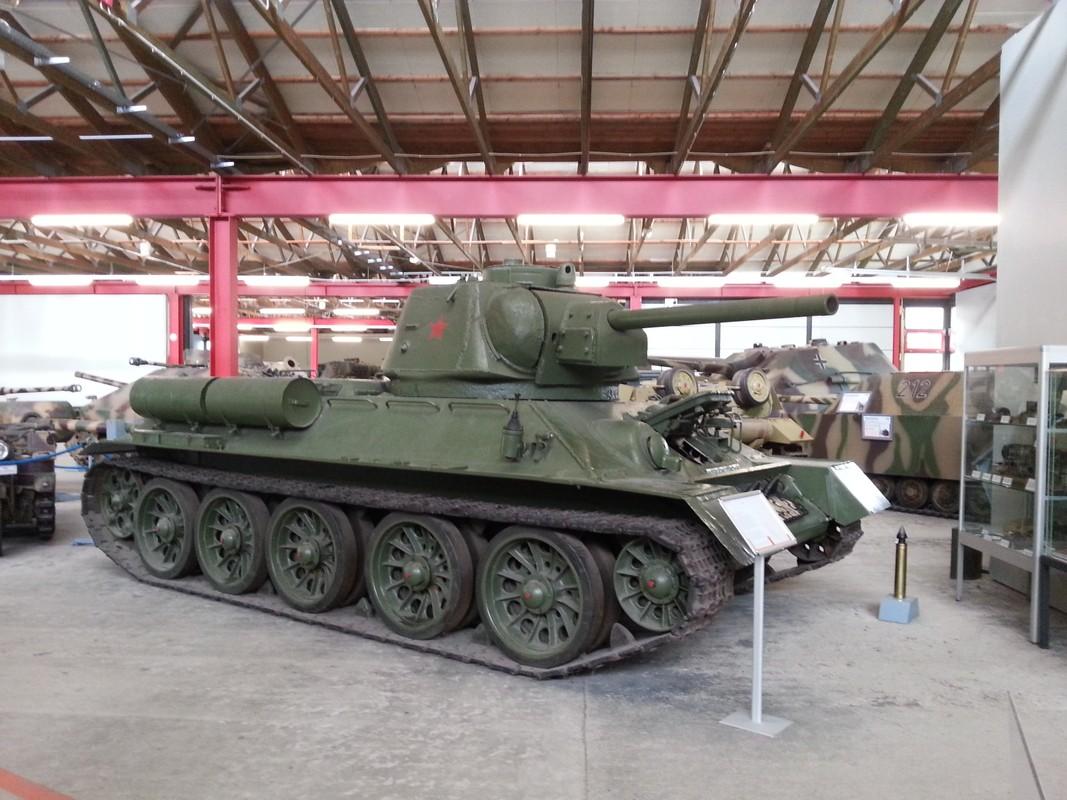 Xe tang T-34 tu Lao chuan bi cho duyet binh o Nga-Hinh-7