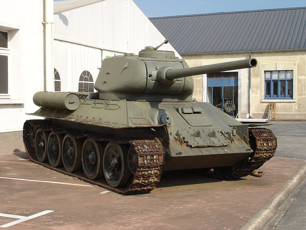 Xe tang T-34 tu Lao chuan bi cho duyet binh o Nga-Hinh-8