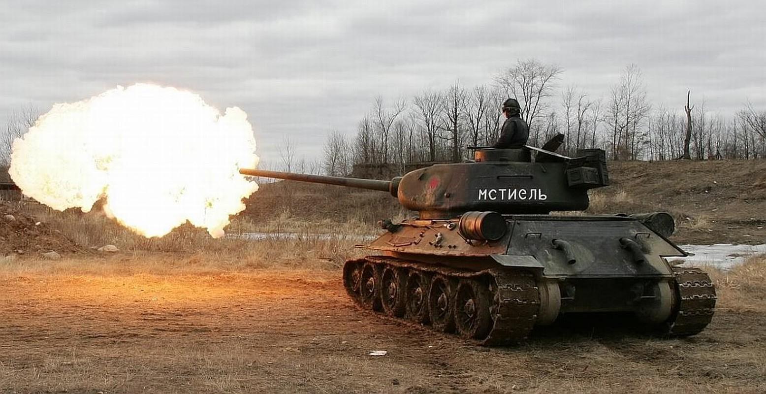 Xe tang T-34 tu Lao chuan bi cho duyet binh o Nga-Hinh-9