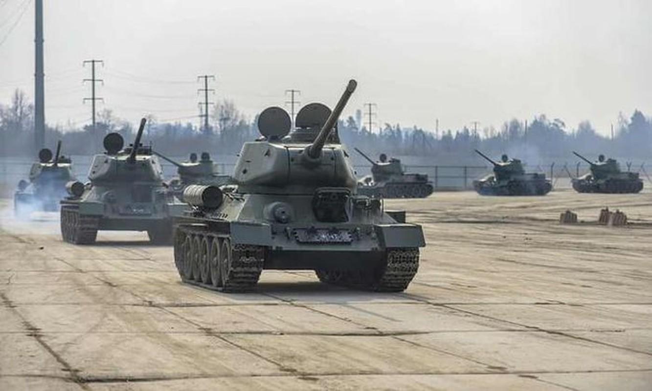 Xe tang T-34 tu Lao chuan bi cho duyet binh o Nga
