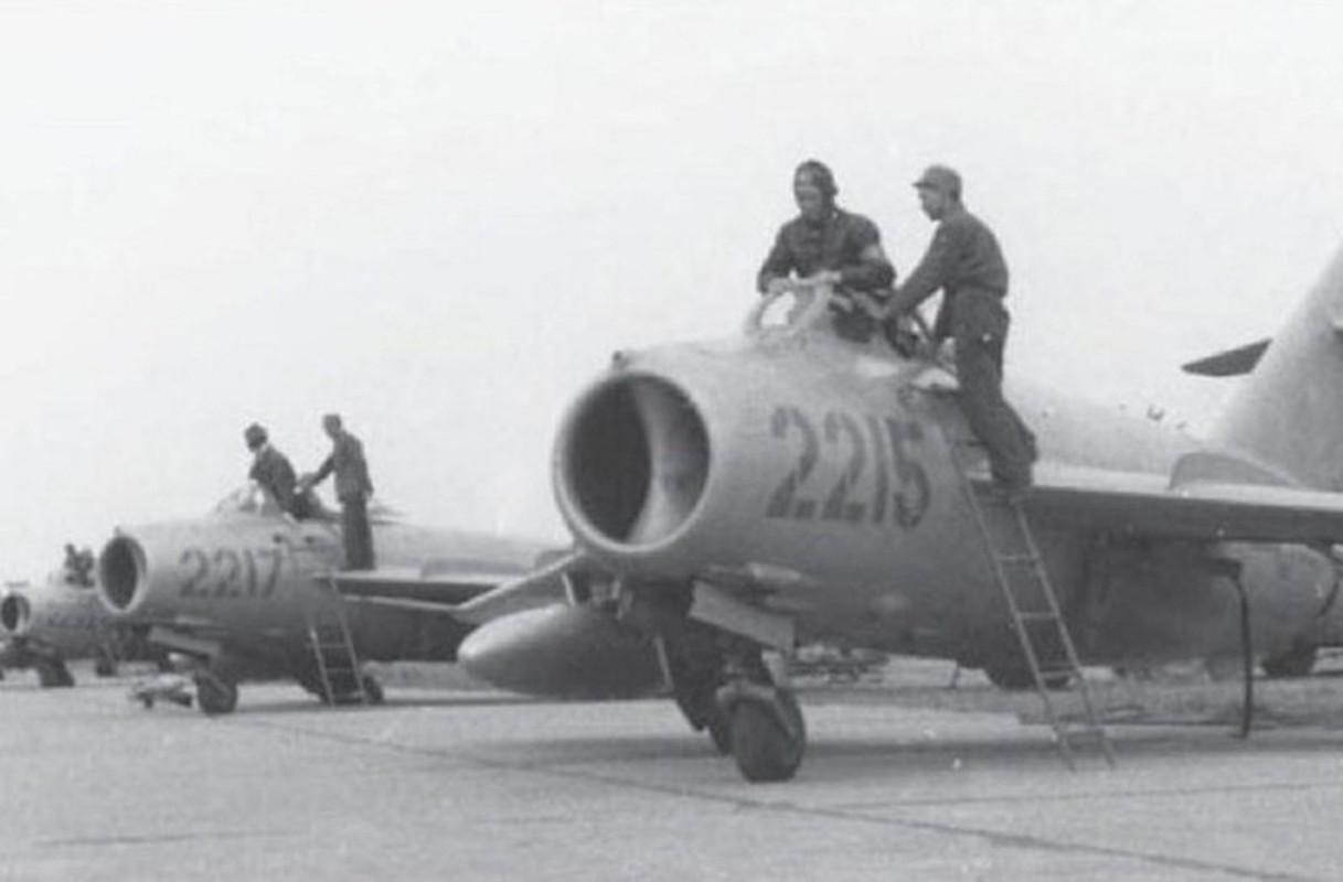 Phi cong 300 gio bay cua Viet Nam ha guc chuyen gia diet MiG-Hinh-13
