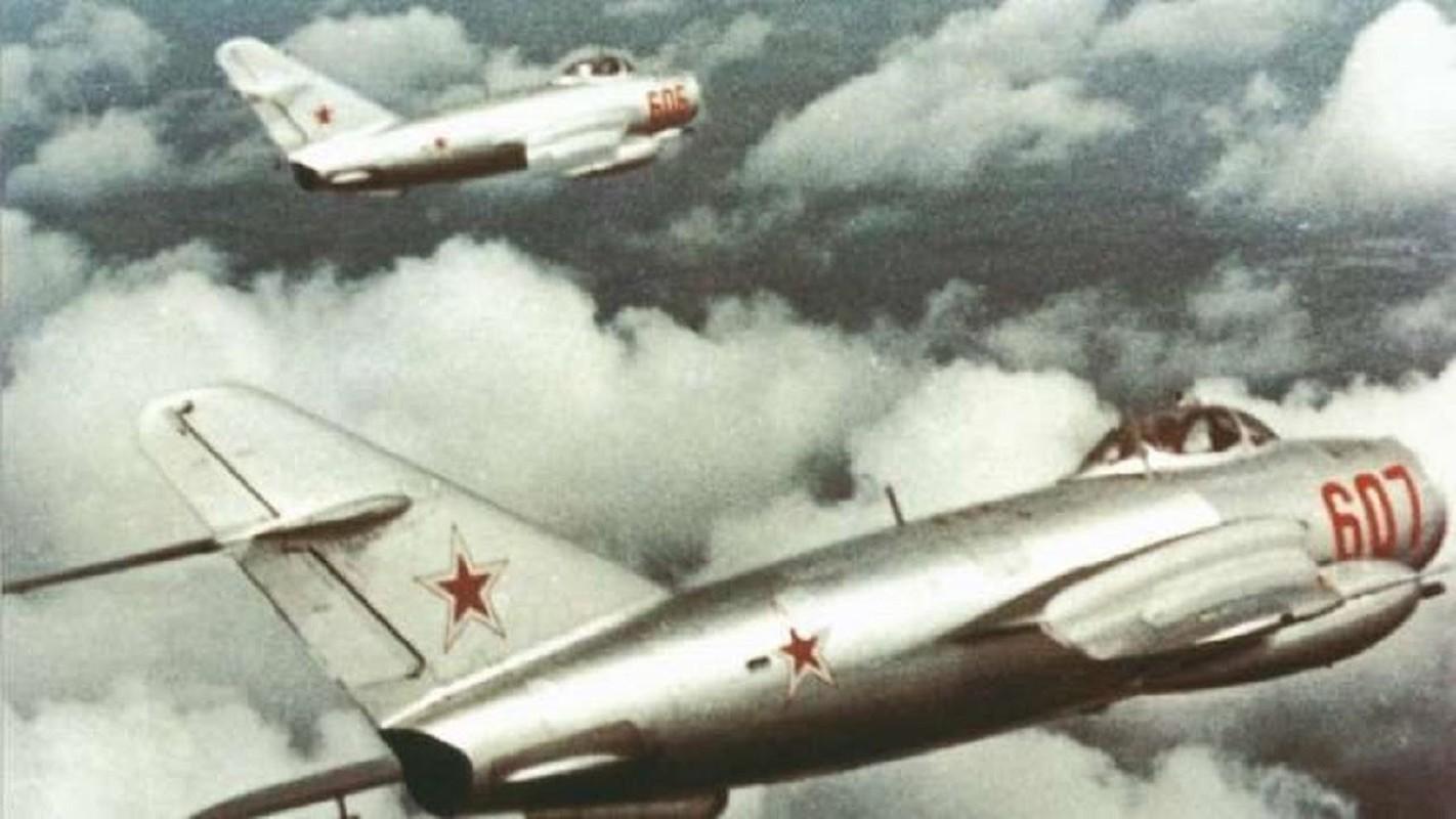 Phi cong 300 gio bay cua Viet Nam ha guc chuyen gia diet MiG-Hinh-14