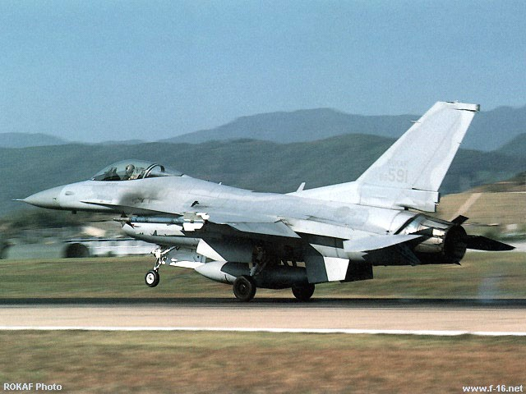 MiG-23 cua Trieu Tien doi dau F-16 Han Quoc - Ai se thang?-Hinh-3