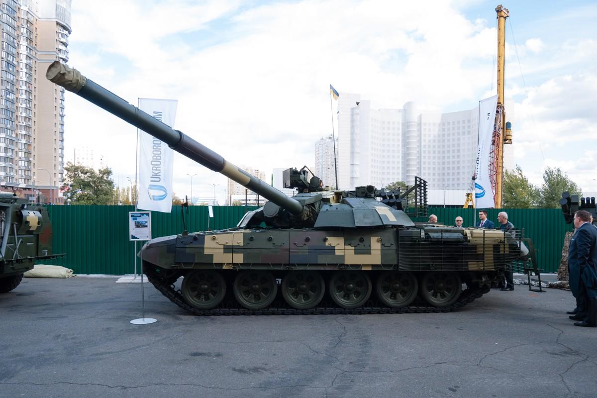 """Ukraine keo xe tang """"cay nha la vuon"""" toi bien gioi phe ly khai-Hinh-11"""