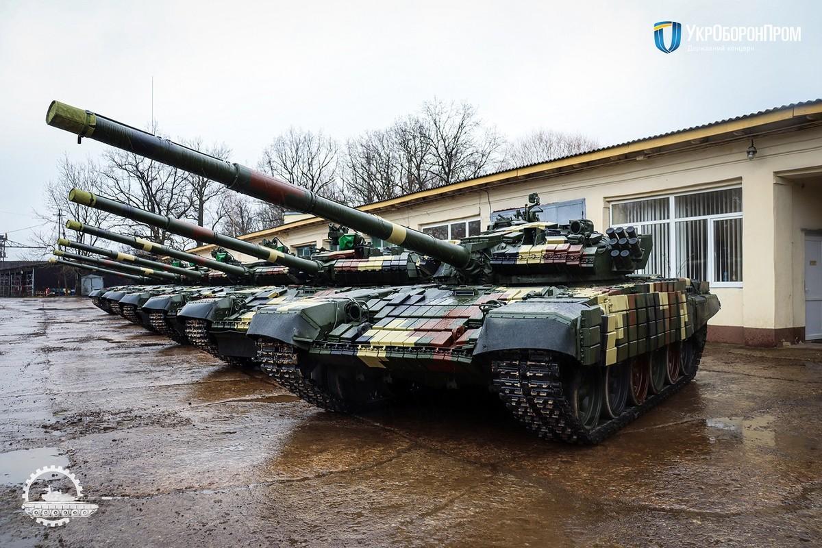 """Ukraine keo xe tang """"cay nha la vuon"""" toi bien gioi phe ly khai-Hinh-13"""
