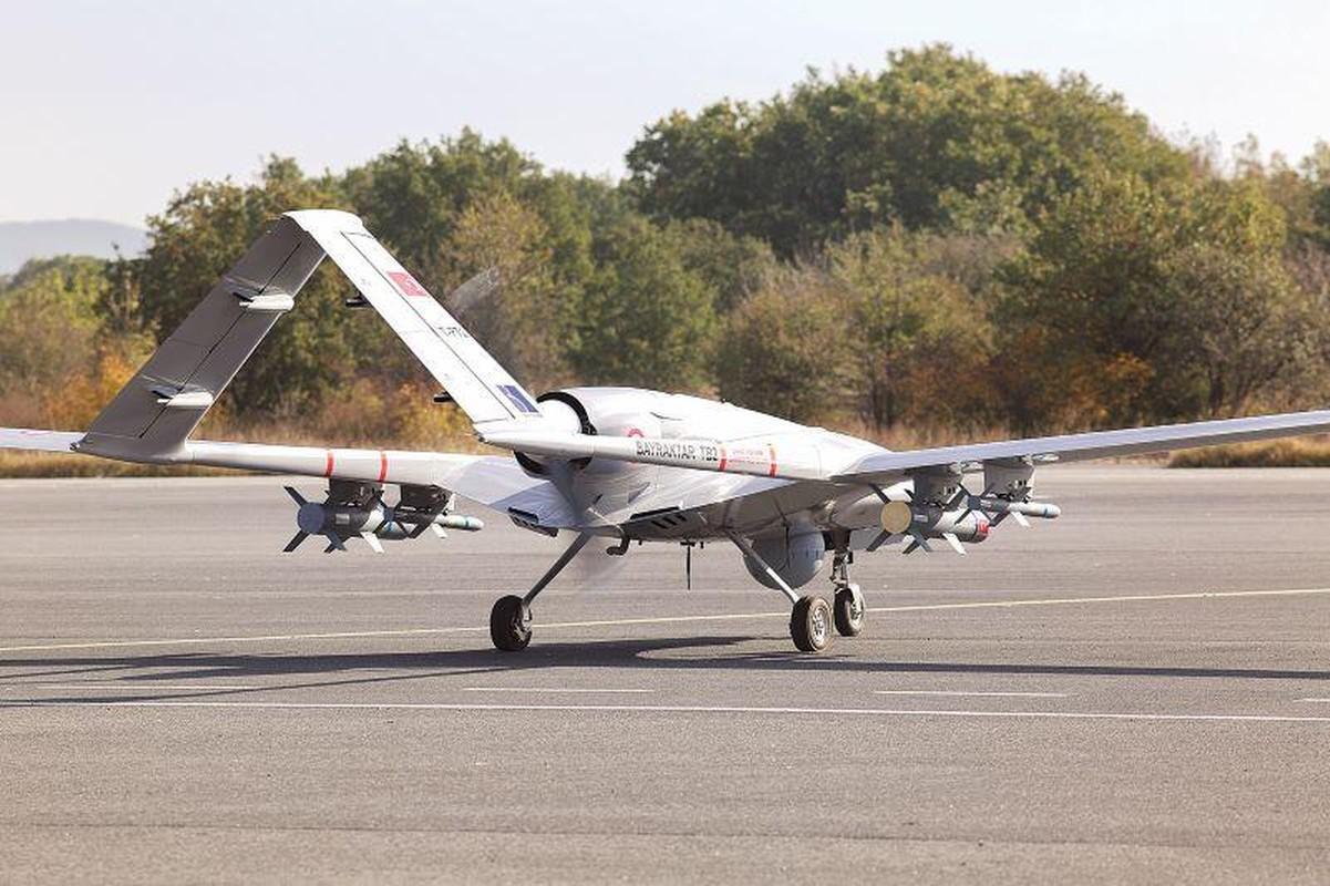 Ukraine muon mua UAV Tho Nhi Ky, Moscow them quan toi bien gioi-Hinh-3