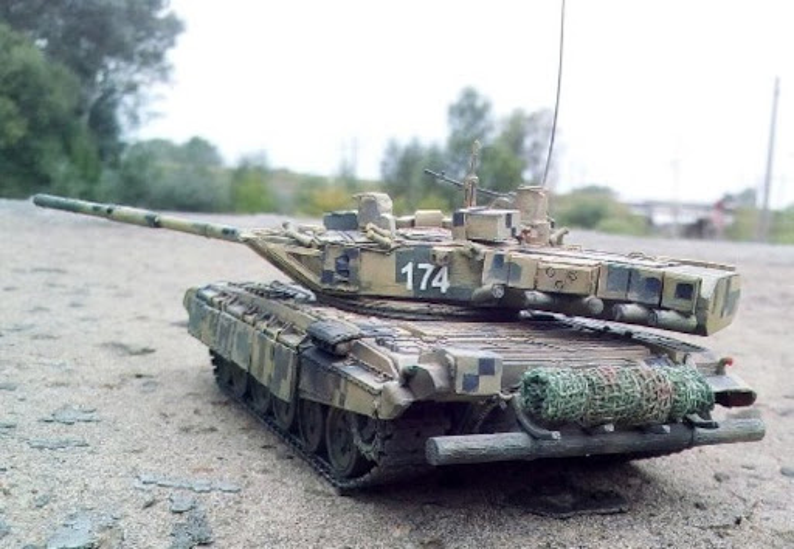 Bat ngo xuat hien phien ban xe tang T-80 manh ngang voi T-14 Armata-Hinh-14