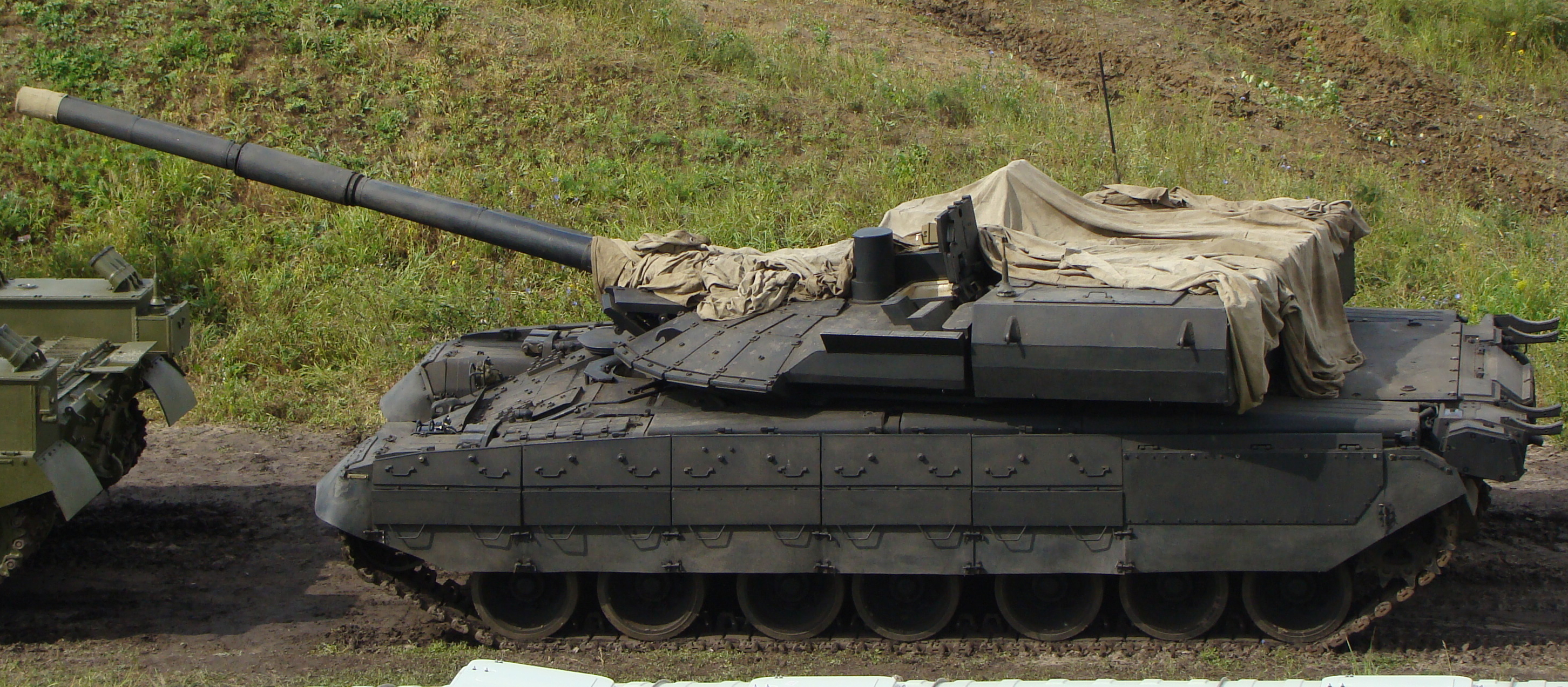 Bat ngo xuat hien phien ban xe tang T-80 manh ngang voi T-14 Armata-Hinh-7