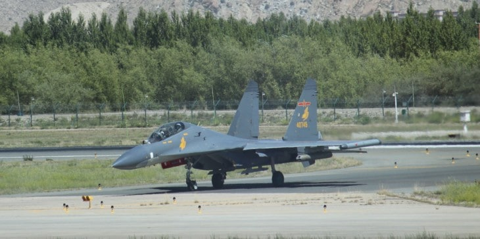 Trung Quoc khoe J-11 khien Nga phai hoi han vi trot ban Su-27-Hinh-7