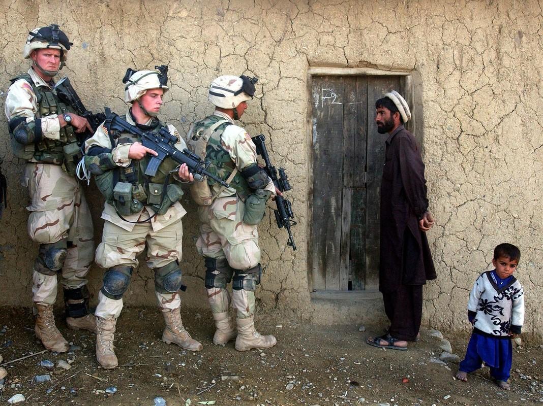"20 nam tham chien o Afghanistan, My da ""dot"" het bao nhieu tien?-Hinh-4"