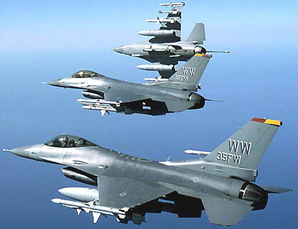 Suc manh dan tiem kich F-16 My dang dat ngay sat nach Trung Quoc-Hinh-4