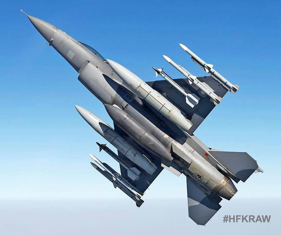 Suc manh dan tiem kich F-16 My dang dat ngay sat nach Trung Quoc-Hinh-5