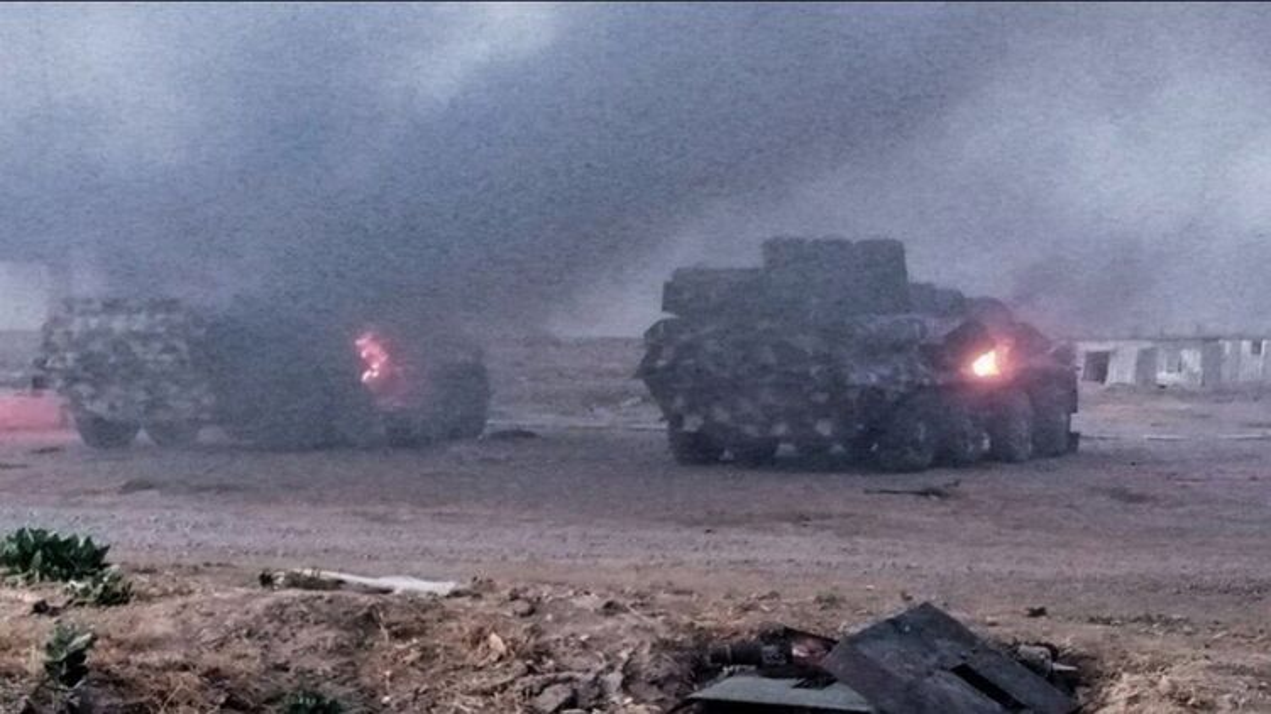 Xe boc thep BTR-3 Ukraine san xuat chay thanh than sau phuc kich-Hinh-14