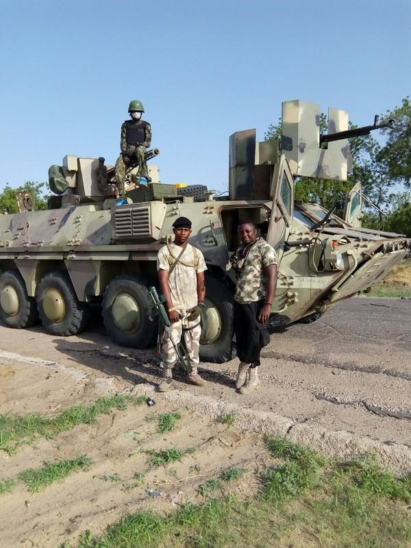 Xe boc thep BTR-3 Ukraine san xuat chay thanh than sau phuc kich-Hinh-5