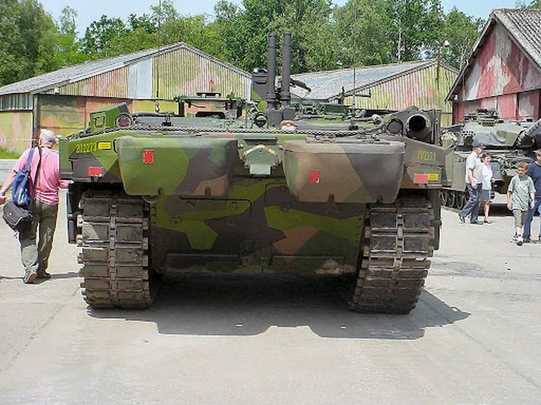 "Stridsvagn 103: Xe tang ""di"" khong thap phao, chay lui nhanh nhu chay tien-Hinh-12"
