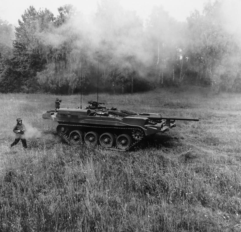"Stridsvagn 103: Xe tang ""di"" khong thap phao, chay lui nhanh nhu chay tien-Hinh-14"