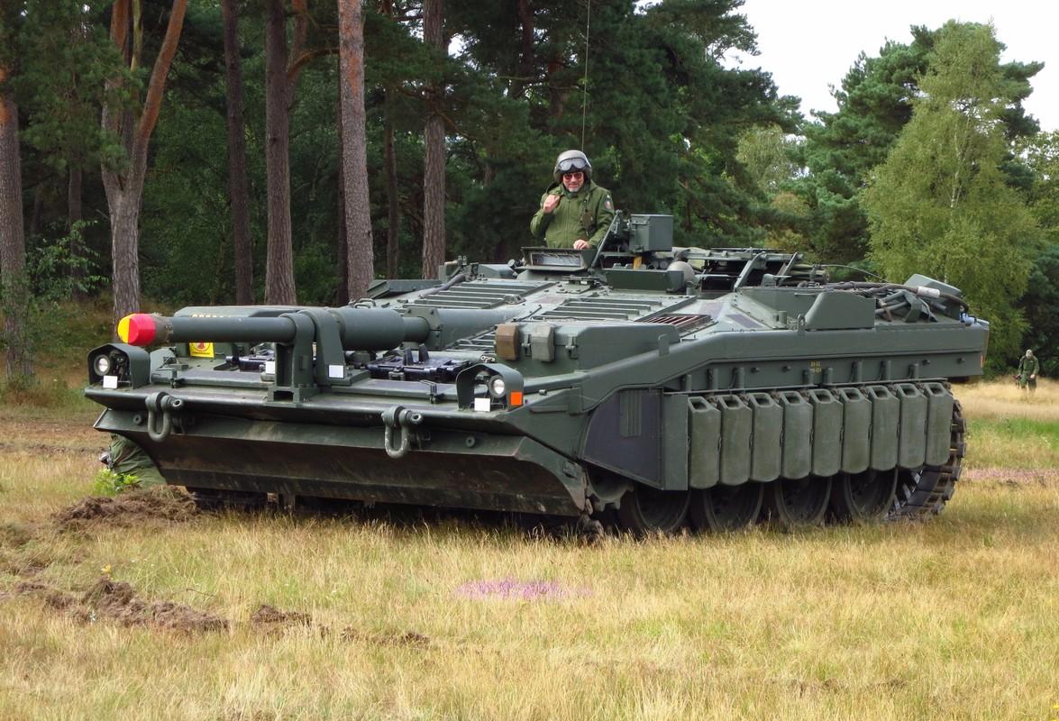 "Stridsvagn 103: Xe tang ""di"" khong thap phao, chay lui nhanh nhu chay tien-Hinh-4"