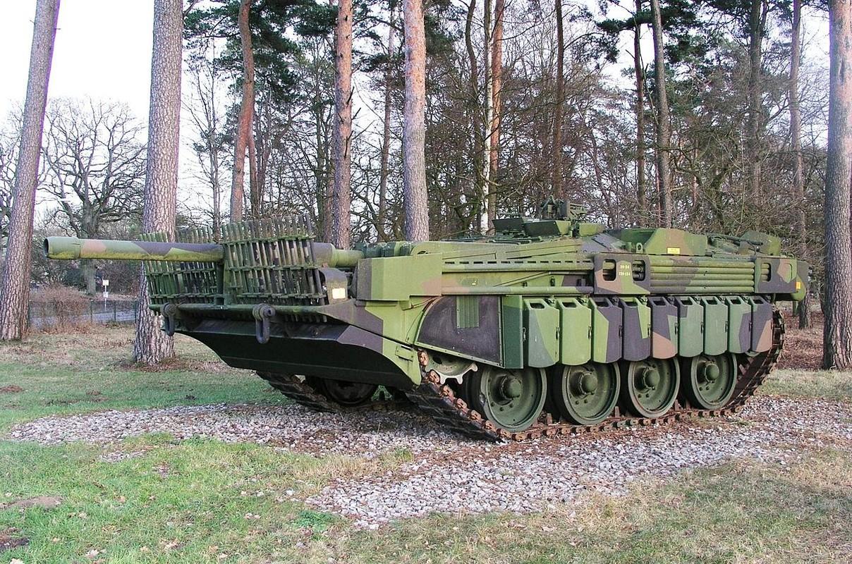 """Stridsvagn 103: Xe tang """"di"""" khong thap phao, chay lui nhanh nhu chay tien"""