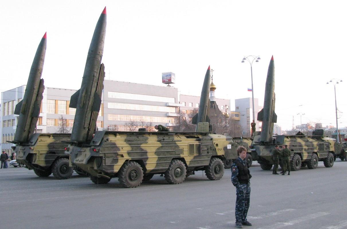 Ukraine xuat kho ten lua khung, san sang nhan chim Donbass-Hinh-7