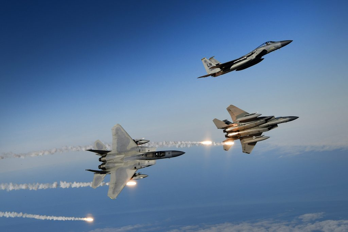 Ca Su-35, Su-30 Nga va J-16 Trung Quoc deu phai chao thua F-15EX My (P2)-Hinh-14