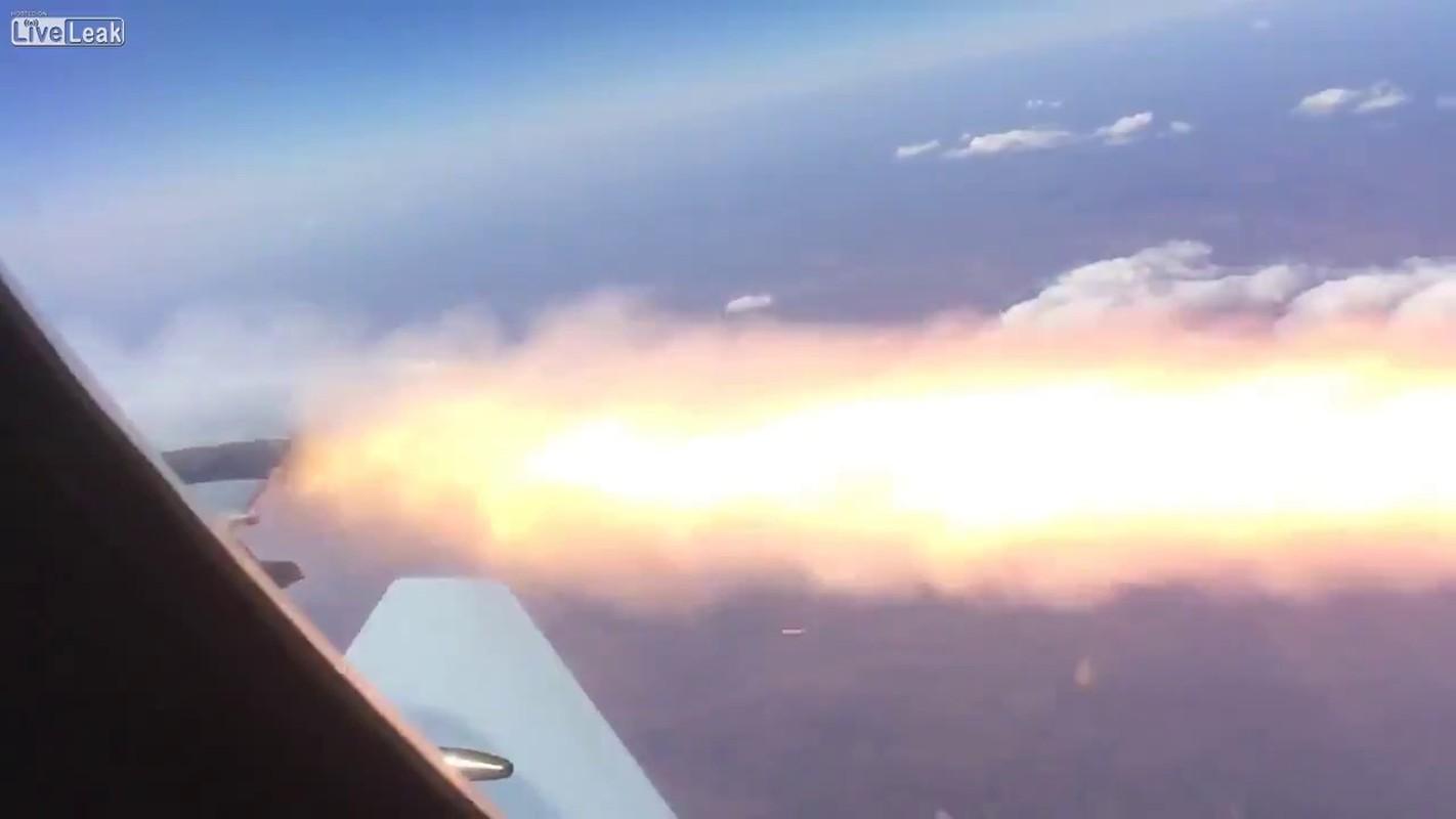 Khi F/A-18E/F Super Hornet cua My dau voi Su-30 cua Nga-Hinh-11