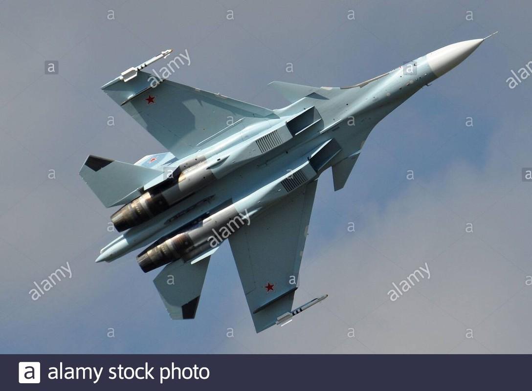 Khi F/A-18E/F Super Hornet cua My dau voi Su-30 cua Nga-Hinh-14