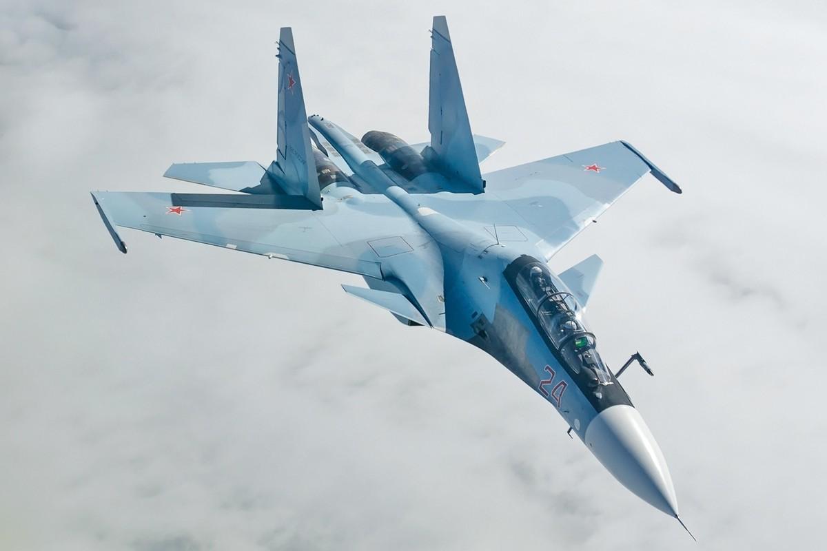 Khi F/A-18E/F Super Hornet cua My dau voi Su-30 cua Nga-Hinh-4