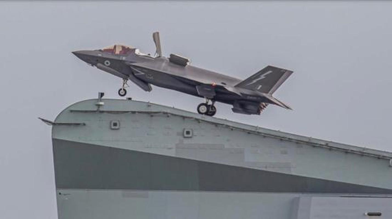 Suc manh tau san bay Anh voi tiem kich F-35B My dang toi bien Dong-Hinh-3