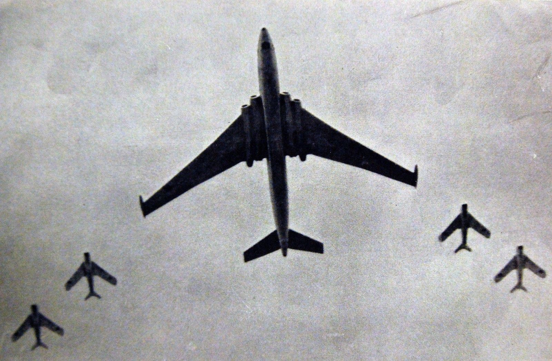 May bay nem bom M-4 Lien Xo tung khien My khiep so ra sao?