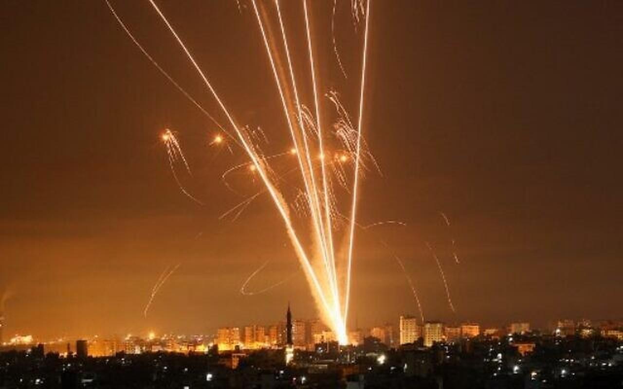 Dem ruc sang bau troi Israel giua Vom Sat va ten lua cua Hamas-Hinh-11