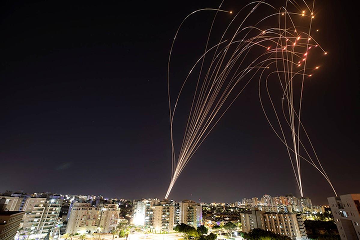 Dem ruc sang bau troi Israel giua Vom Sat va ten lua cua Hamas-Hinh-12