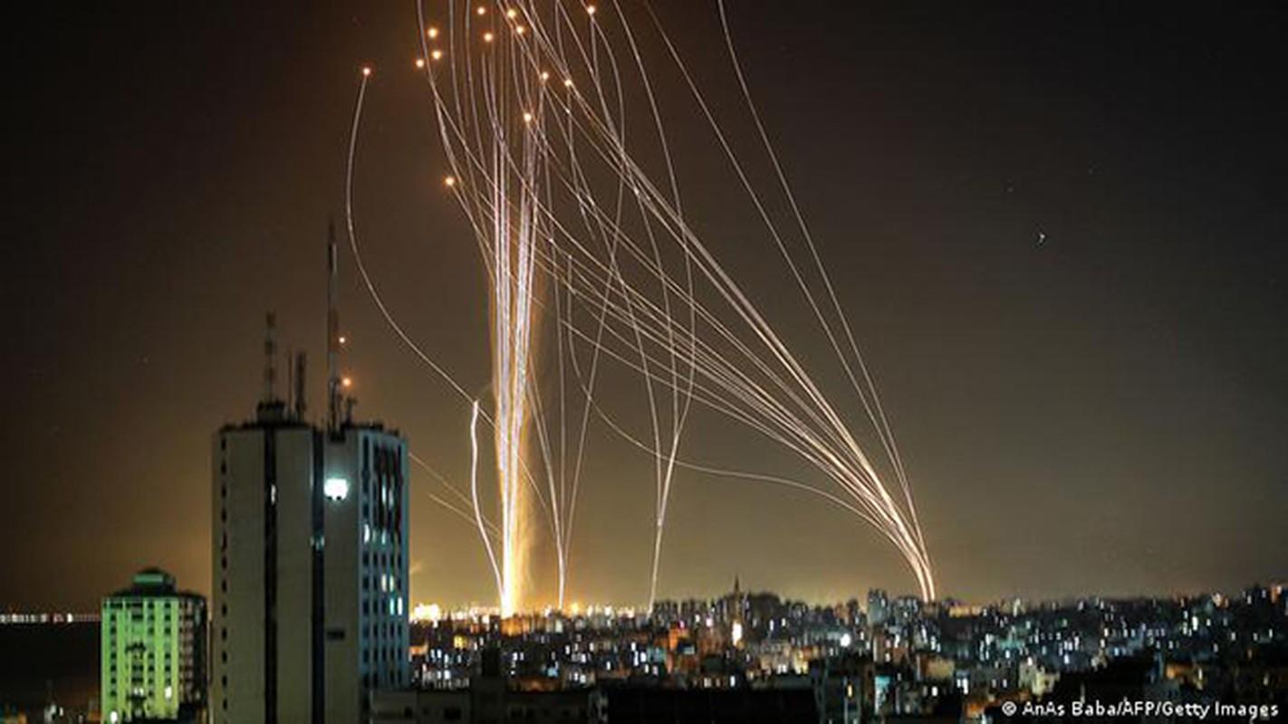 Dem ruc sang bau troi Israel giua Vom Sat va ten lua cua Hamas-Hinh-2
