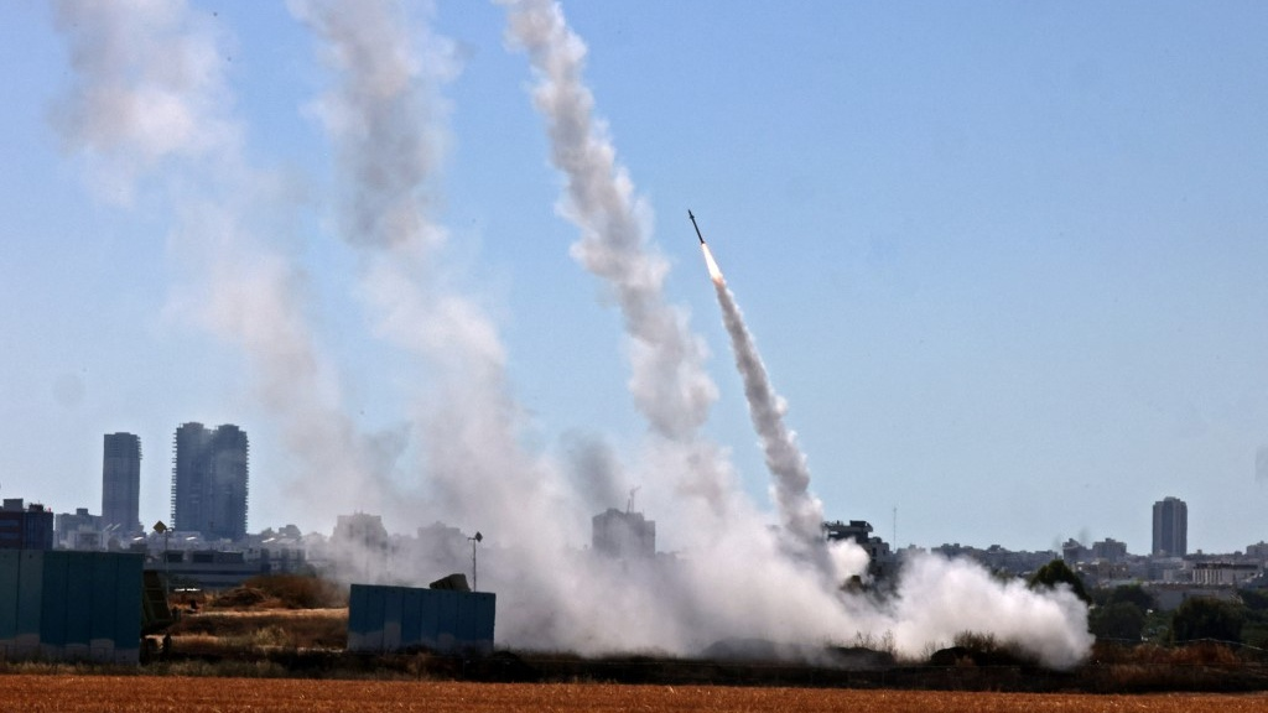 Dem ruc sang bau troi Israel giua Vom Sat va ten lua cua Hamas-Hinh-4