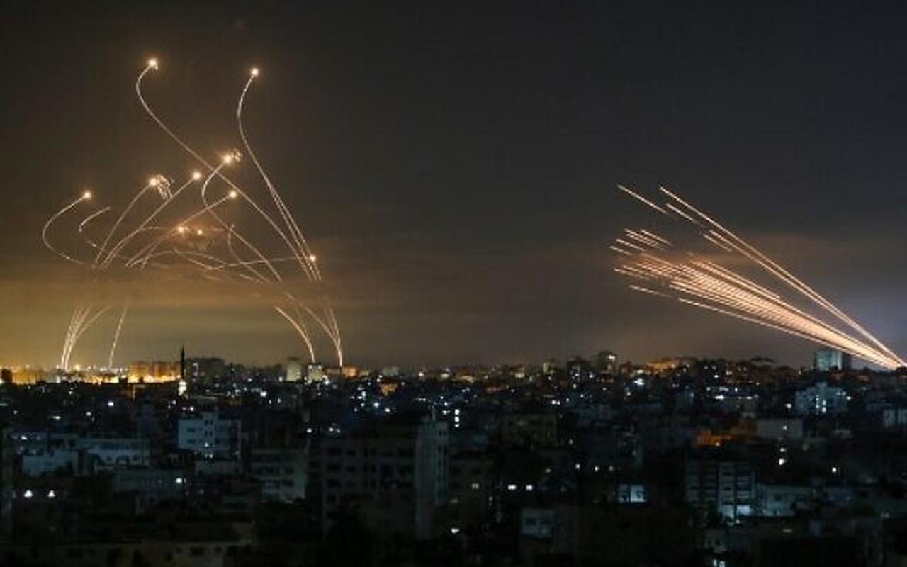 Dem ruc sang bau troi Israel giua Vom Sat va ten lua cua Hamas-Hinh-7