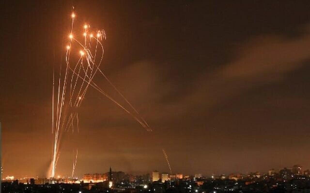 Dem ruc sang bau troi Israel giua Vom Sat va ten lua cua Hamas
