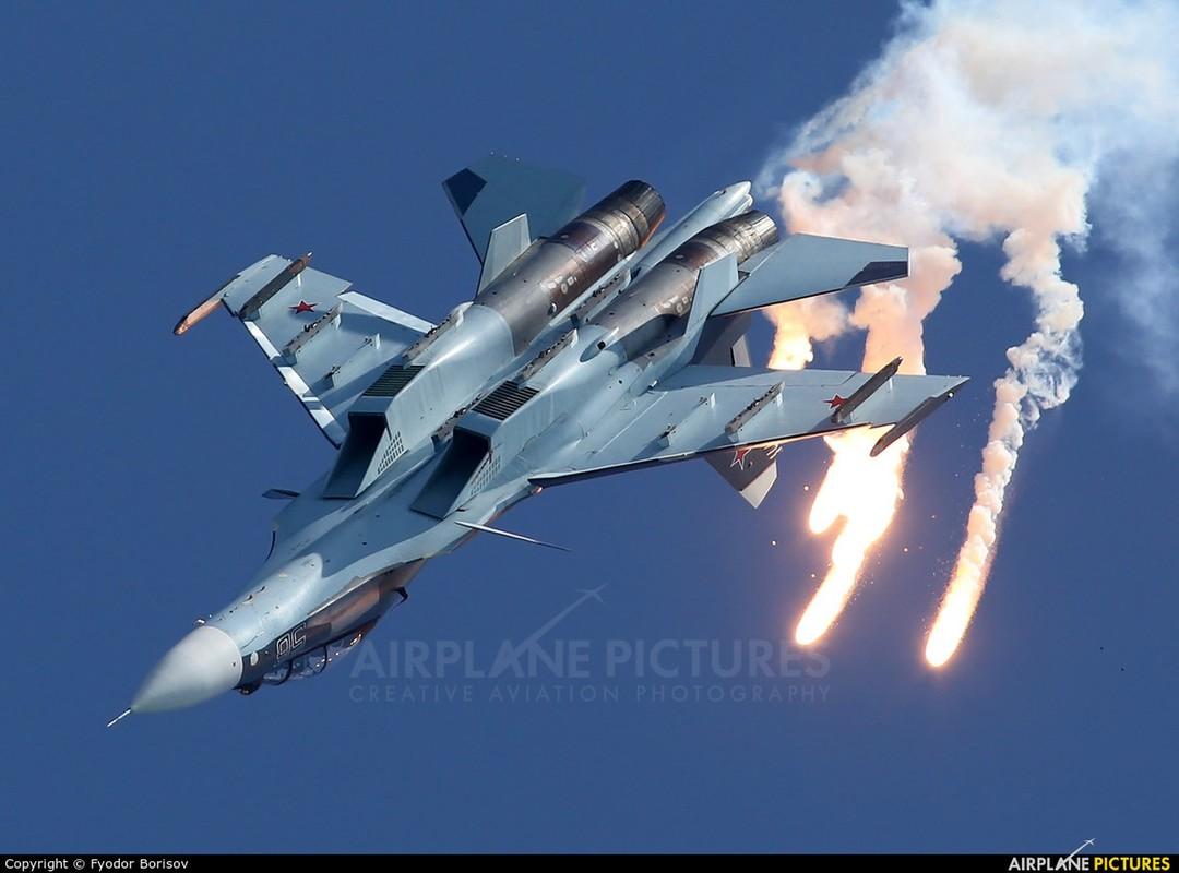 Lan dau can chien may bay Nga, F-35 to ra thua kem Su-30-Hinh-15