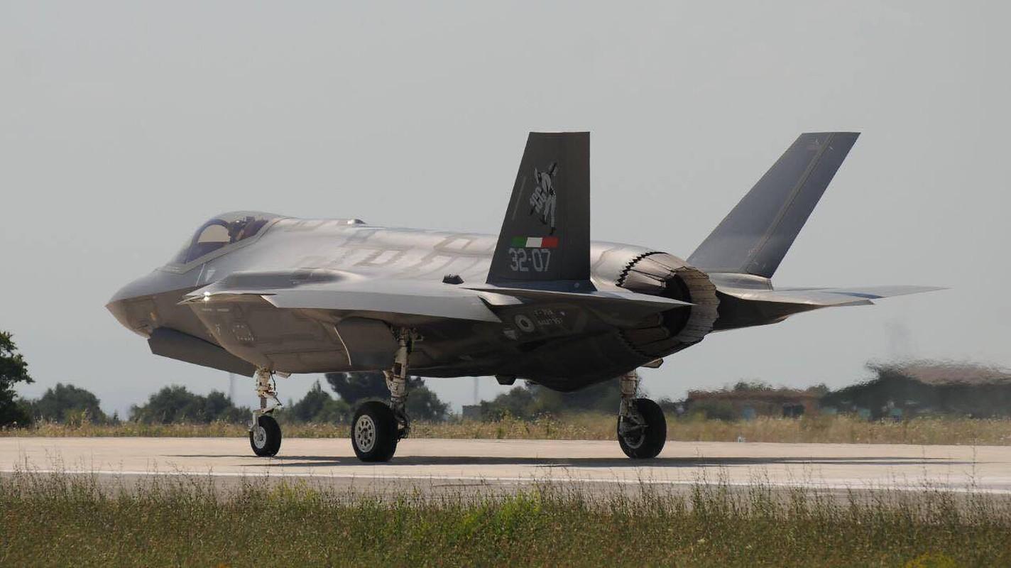 Lan dau can chien may bay Nga, F-35 to ra thua kem Su-30-Hinh-2