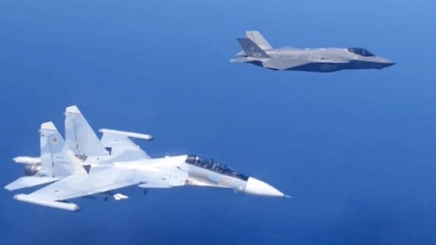 Lan dau can chien may bay Nga, F-35 to ra thua kem Su-30-Hinh-4