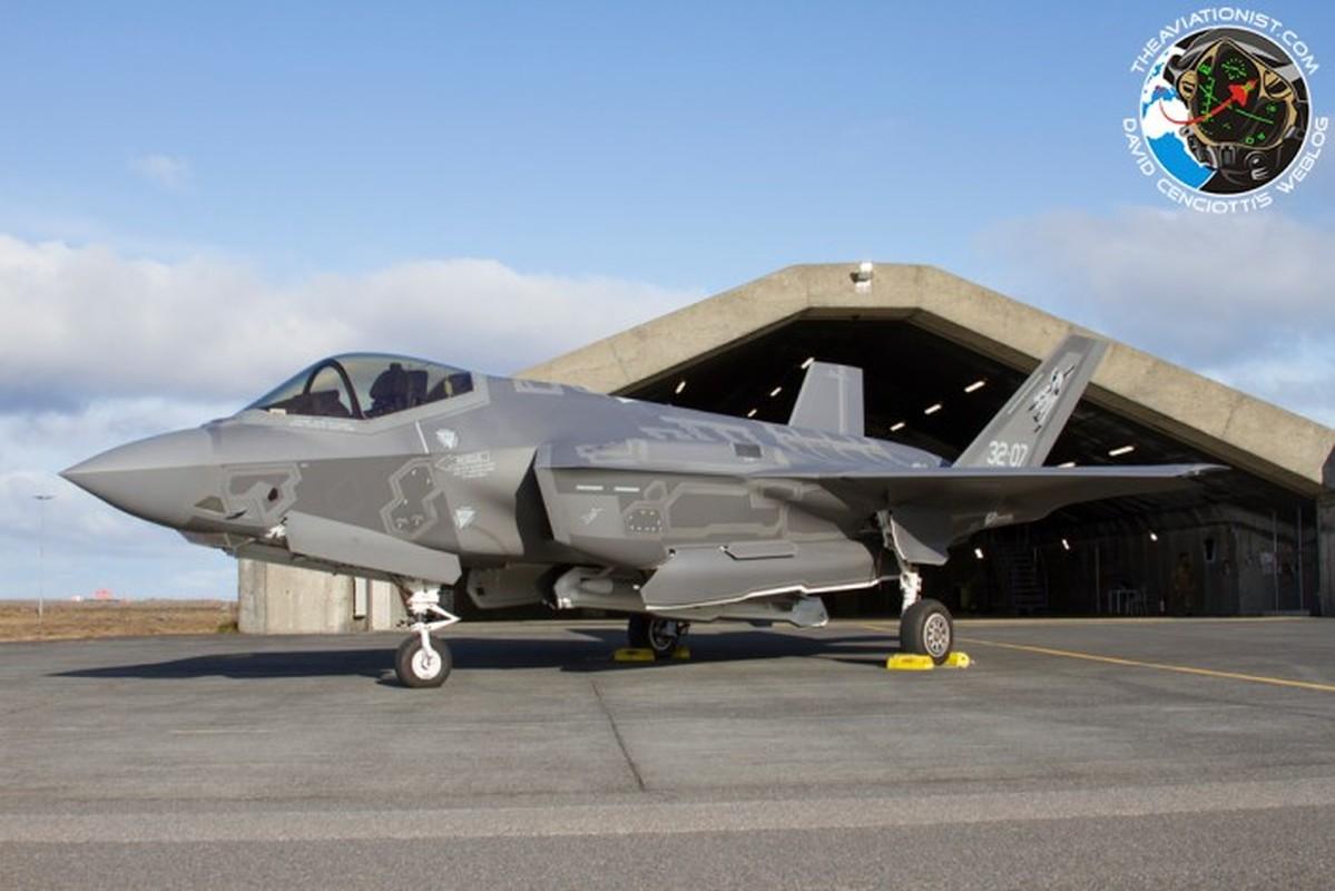 Lan dau can chien may bay Nga, F-35 to ra thua kem Su-30-Hinh-7