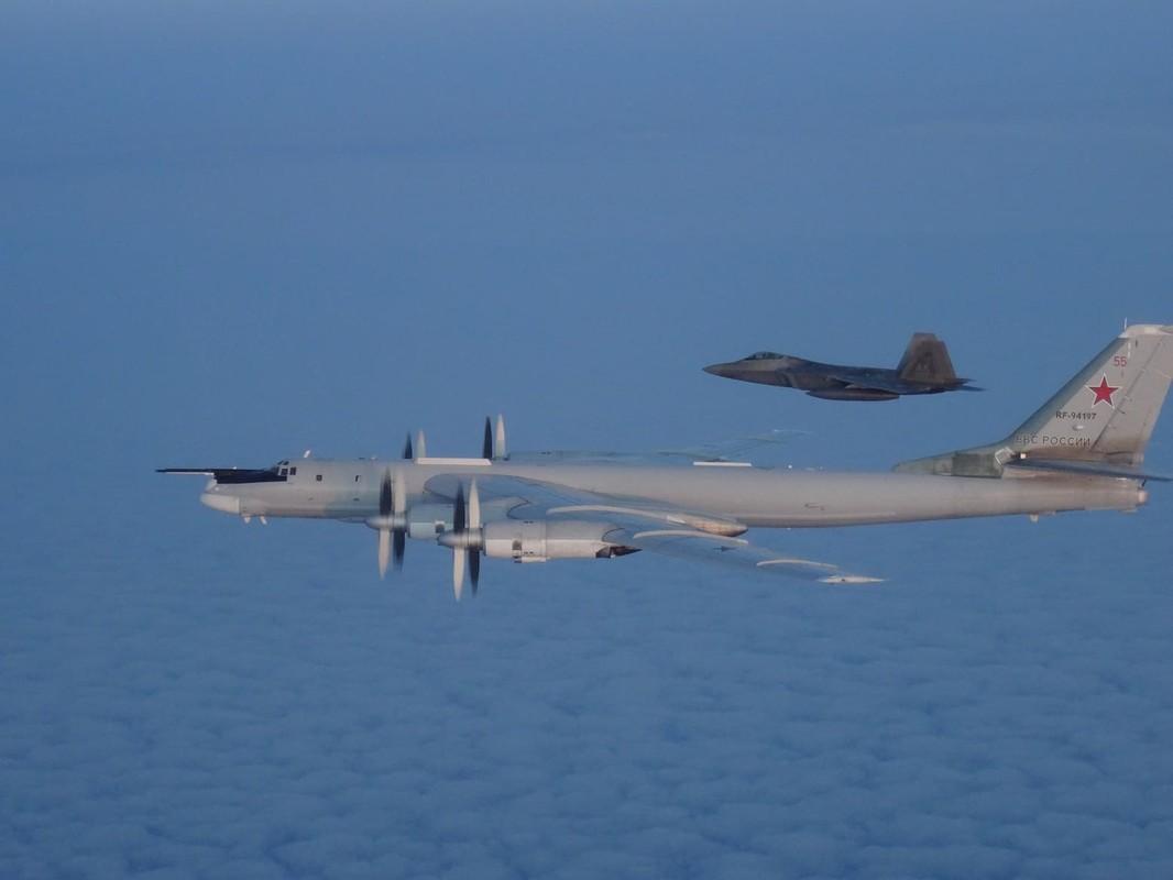 Cach Nga dung may bay doi cu hanh ha F-22 Raptor dat do My-Hinh-11