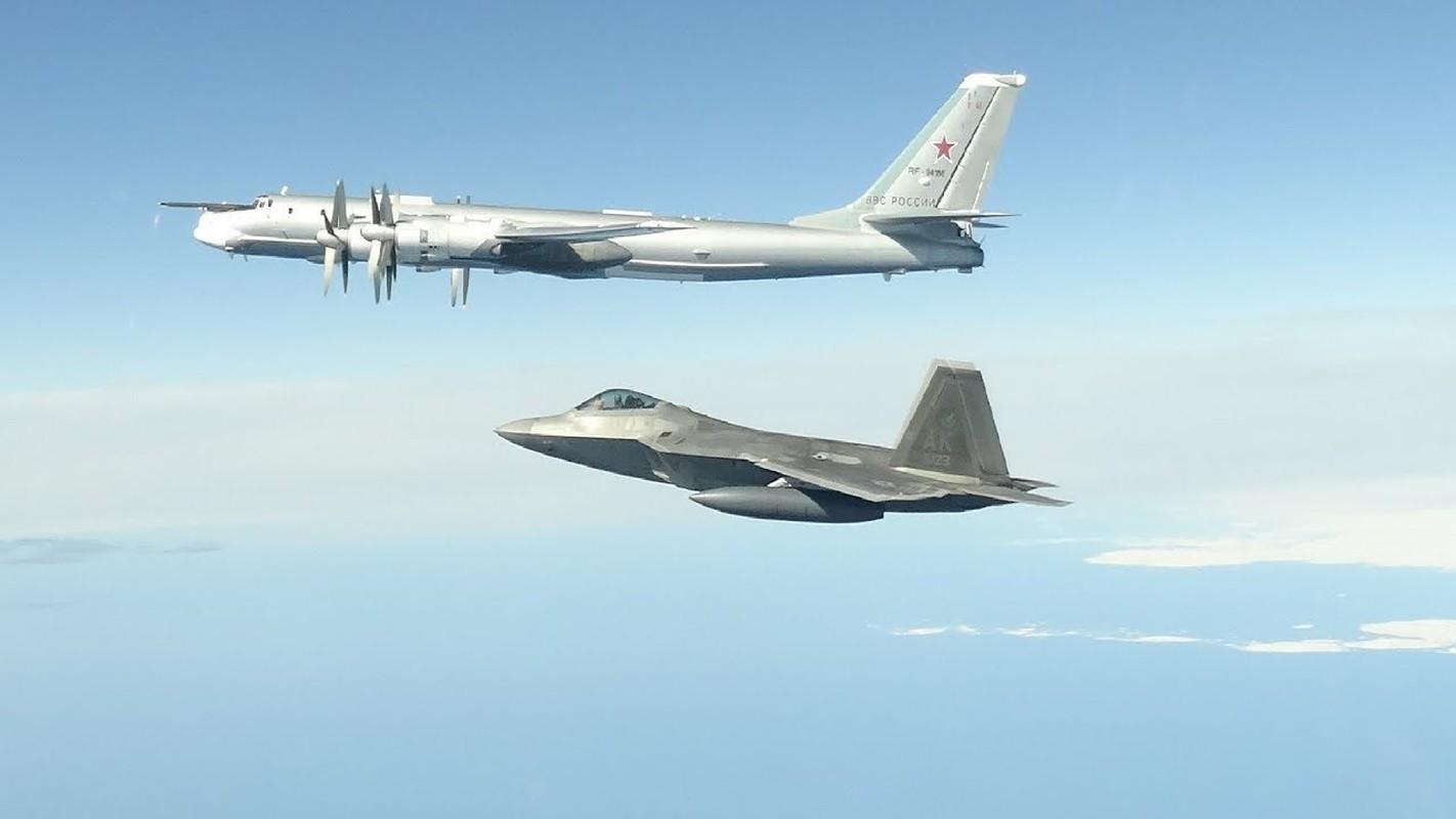 Cach Nga dung may bay doi cu hanh ha F-22 Raptor dat do My-Hinh-12