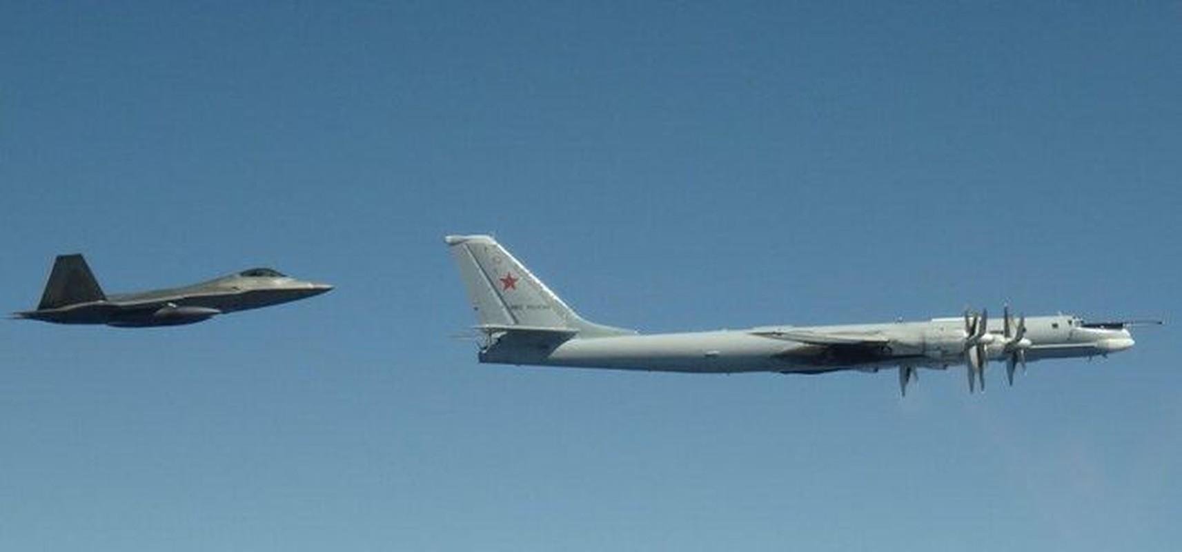 Cach Nga dung may bay doi cu hanh ha F-22 Raptor dat do My-Hinh-7
