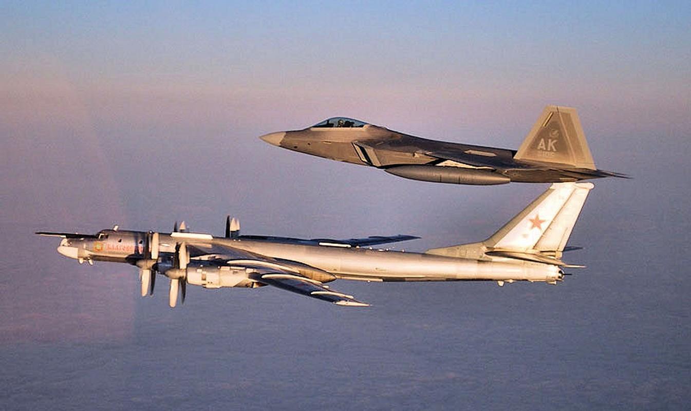Cach Nga dung may bay doi cu hanh ha F-22 Raptor dat do My-Hinh-9