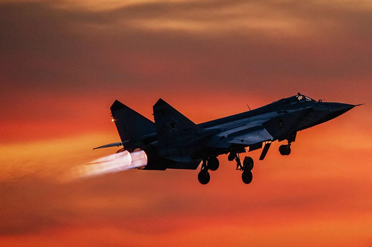 NATO - Ukraina nen nho, Nga van con sieu tiem kich MiG-31 trong bien che-Hinh-20