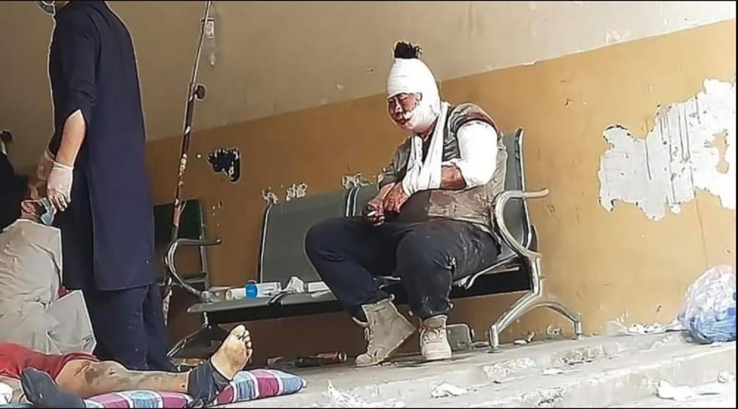 Choang: Cong nhan Trung Quoc o Pakistan mang sung AK-47 di lam!-Hinh-7