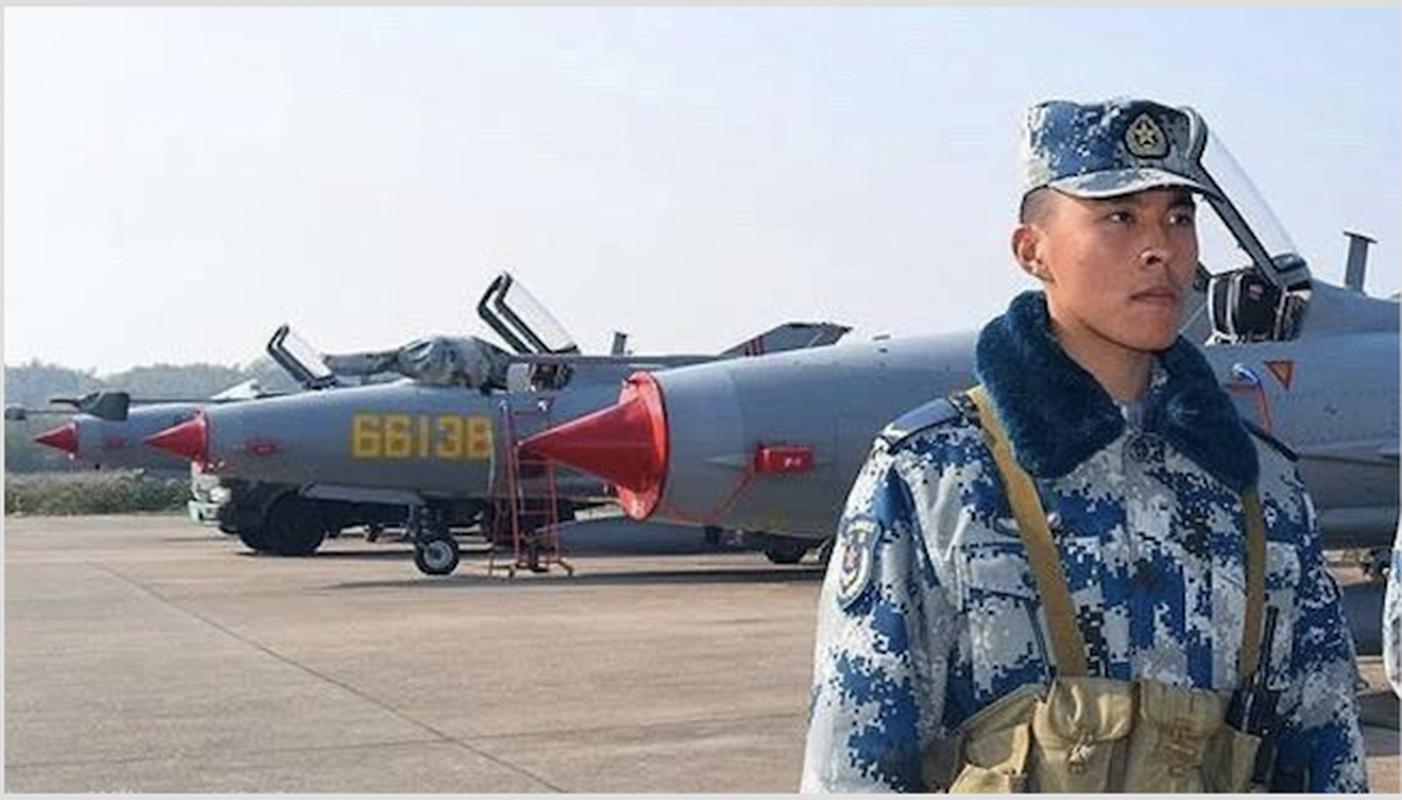 Khong quan Trung Quoc dong nhung toan may bay cu!-Hinh-6